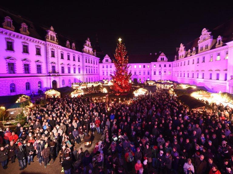 Grossansicht in neuem Fenster: Eröffnung Romantischer Weihnachtsmarkt Schloß TT