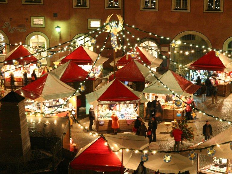 Weihnachtlicher Lucrezia Markt im Advent