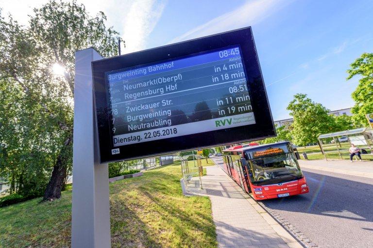 Grossansicht in neuem Fenster: Bus Linie 78 am Bhf Burgweinting