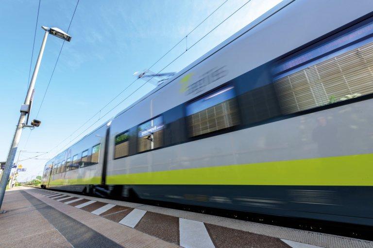 Grossansicht in neuem Fenster: agilis-Zug am Bhf Burgweinting