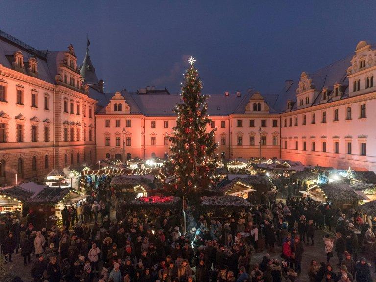 Romantischer Weihnachtsmarkt - Innenhof Schloss