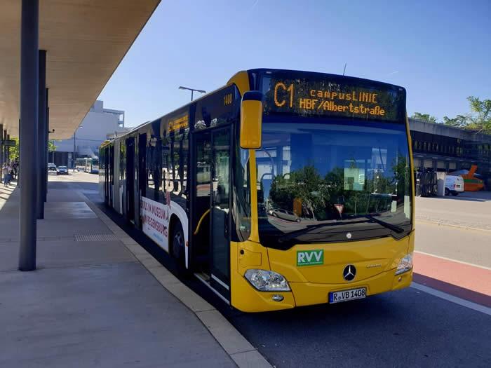 Bus campusLINIE C1 an der Universität